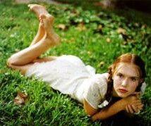 Vladimir Nabokov'un romanına bir uyarlama da Adrian Lyne'dan geldi. 1997 tarihli bu filmde Lolita'yı Dominique Swain canlandırıyordu. Swain o dönemde 17 yaşındaydı. Geçen yıl rol aldığı Dehşet Gecesi adlı filmin galası için Türkiye'ye gelen Swain bugün 28 yaşında.